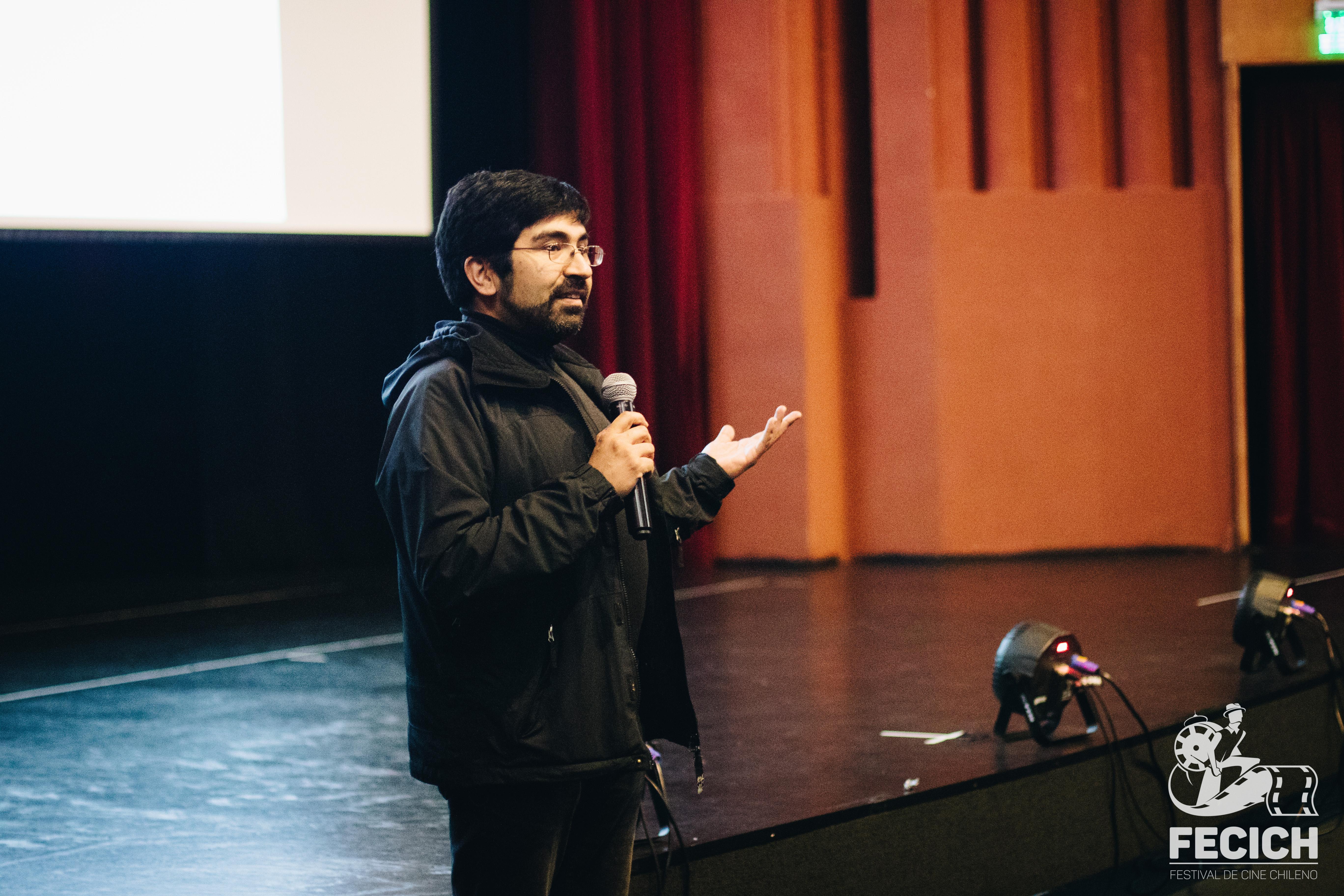 Más de un centenar de personas asistieron a la primera función de la Escuela de Espectadores de Cine Chileno